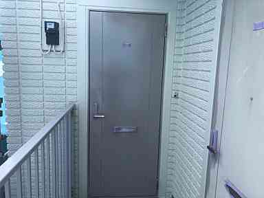 東京都町田市 付帯部 アルミ製の玄関ドア塗装 強溶剤塗料 (2)