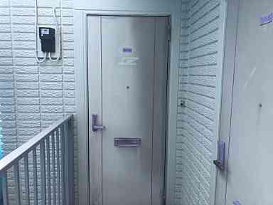 東京都町田市 付帯部 アルミ製の玄関ドア塗装 強溶剤塗料 (1)
