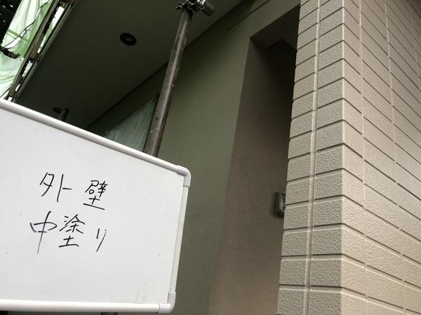 東京都町田市 外壁塗装 屋根塗装 付帯部塗装 中塗り 日本ペイント パーフェクトトップ ラジカル制御式 (1)