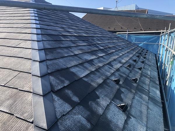 東京都町田市 屋根塗装 施工前の状態 カビの繁殖は塗膜の劣化のサイン 高圧洗浄が必要な理由 (1)