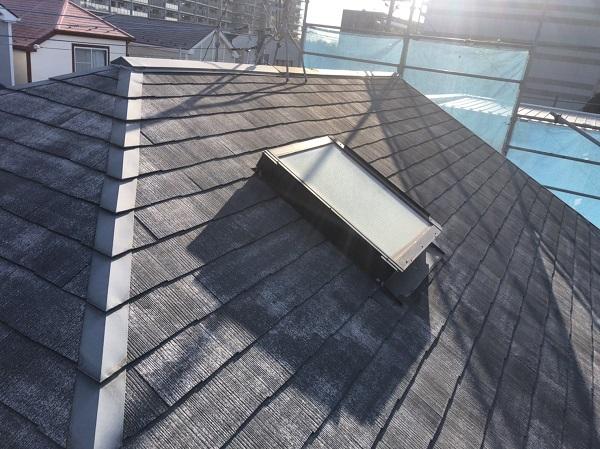 東京都町田市 屋根塗装 施工前の状態 カビの繁殖は塗膜の劣化のサイン 高圧洗浄が必要な理由 (2)