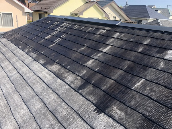 東京都町田市 屋根塗装 3度塗り スレート屋根は縁切りが必要です。 (2)