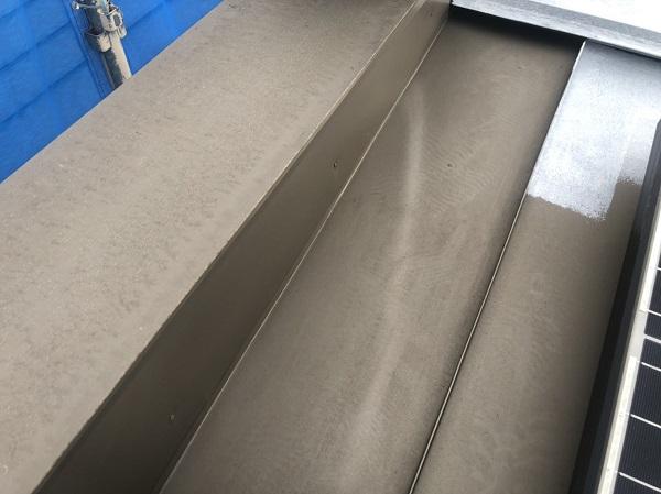 東京都町田市 屋根塗装 防水工事 ソーラーパネルが設置されている屋根の塗装  (4)