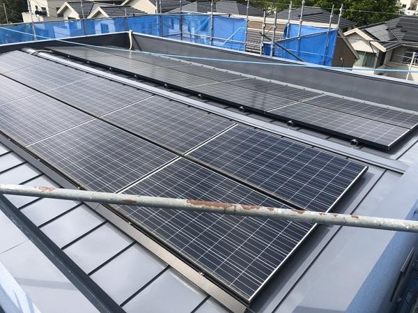 東京都町田市 屋根塗装 防水工事 ソーラーパネルが設置されている屋根の塗装  (6)