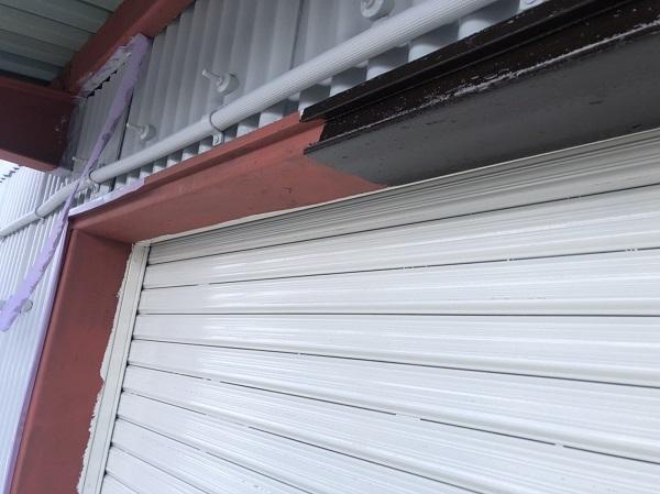 東京都町田市 外壁塗装 倉庫 トタン外壁 中塗り→上塗り (2)